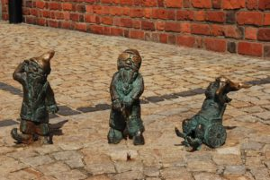 Picture of 3 drawfs in Wroclaw from the article 3 days in Wroclaw