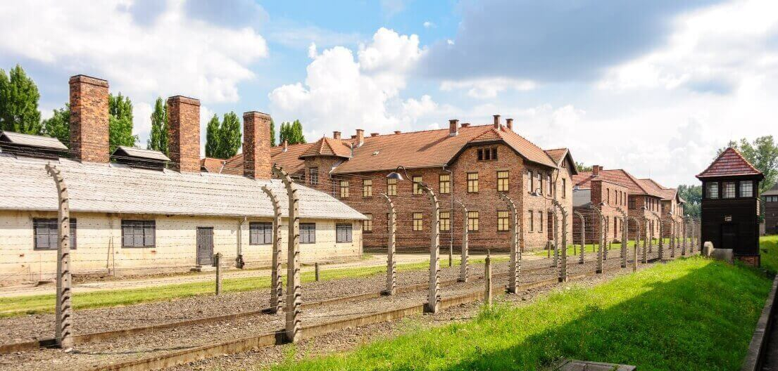 Travel in time - auschwitz-museum-5b27b2350e360