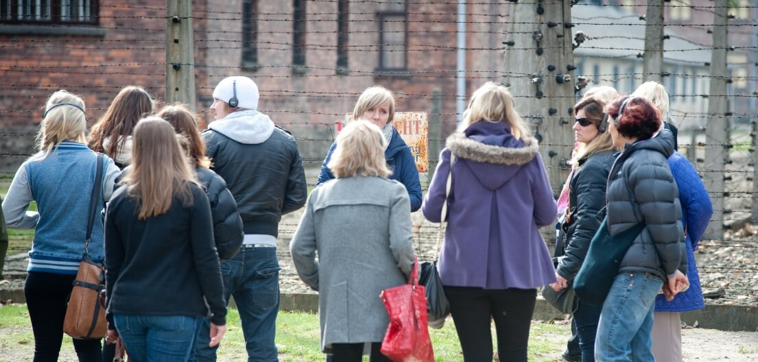 Travel in time - auschwitz-tour-with-a-guide-5b27b298a9af5