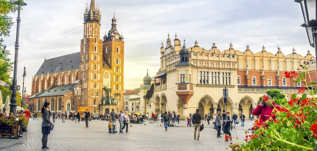 Jewish Krakow Package - old-town-square-krakow-5b0427910e745